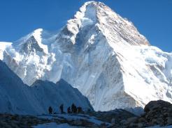 k2-con montañeros en primer plano