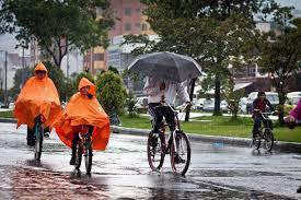Ciclistas lluvia
