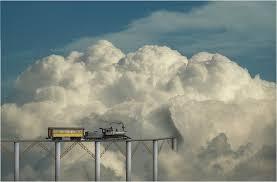 tren-y-nube