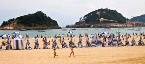 la-playa-de-ondarreta-en-san-sebastian