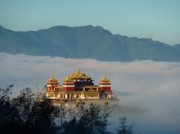 Monasterio entre nubes