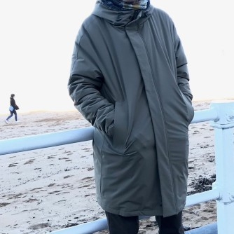 Carlos abrigo sin cara